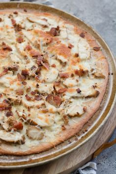 This easy Keto Chicken Bacon Ranch Pizza has a perfectly crispy low carb crust and is loaded with grilled chicken and bacon! Only 3 net carbs per slice! and bacon Nutella Fudge, Chicken Bacon Ranch Pizza, Keto Chicken, Grilled Chicken, Pizza Ranch, Grilled Salmon, Buffalo Chicken, Chicken Recipes, Low Carb Keto