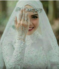 Muslim Bride Dress With Hijab – Fashion Name Hijabi Wedding, Wedding Hijab Styles, Muslimah Wedding Dress, Muslim Wedding Dresses, Muslim Brides, Modest Wedding Dresses, Bridal Dresses, Dress Wedding, Bridesmaid Dress