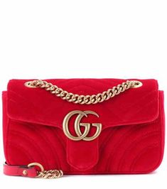 Get the trendiest Cross Body Bag of the season! The Gucci Shoulder Marmont Gg Mini Quilted Red Velvet & Leather Cross Body Bag is a top 10 member favorite on Tradesy. Save on yours before they are sold out! Gucci Shoulder Bag, Chain Shoulder Bag, Shoulder Bags, Hermes Handbags, Black Handbags, Fashion Handbags, Vintage Louis Vuitton, Chanel Boy Bag, Chanel Bags