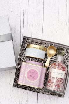 Little Guide to Corporate Gifting : Curated gift box featuring sloane fine tea, hand poured soy candled, brass tea caddy spoon and artisan bath salts. Bridesmaid Proposal Box, Bridesmaid Gifts, Customized Gifts, Personalized Gifts, Handmade Gifts, Curated Gift Boxes, Gift Box Design, Wine Gift Baskets, Basket Gift