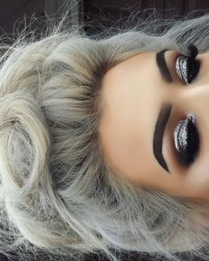 Stunning Glossy Silver Eyeshadow for Christmas 2018 If you want to be fashionable this Christmas 2018 and the year 2019 entry, then check the latest trends of Christmas makeup looks and highlight your beauty. Smokey Eye Makeup Look, Silver Eye Makeup, Dramatic Eye Makeup, Formal Makeup, Eye Makeup Tips, Glitter Makeup, Smokey Eye With Glitter, Glitter Eyeliner, Silver Eyeshadow Looks