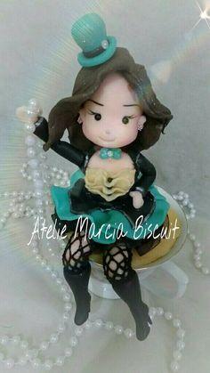 Topo de bolo personalizado tema Alece no Pais das Maravilhas em biscuit/porcelana fria. https://www.elo7.com.br/ateliemarciabiscuit/loja