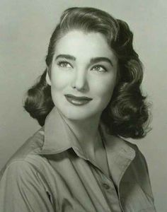 Julie Adams Hair Style of Photo/ Fashion/ Vintage Hairstyle / Hair / Hairstyle 1950s Hair And Makeup, Hair Makeup, 50s Makeup, Rockabilly Makeup, Makeup Hairstyle, Style Hairstyle, Makeup Geek, Hairstyle Ideas, Julie Adams