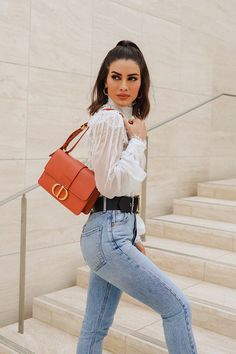 Casual and determined, Camila Coelho wears the Dior 30 Montaigne bag in smooth Siena leather with style over her shoulder! Source by dior Office Outfits Women, Mode Outfits, Trendy Outfits, Fashion Outfits, Womens Fashion, Look Casual Chic, Casual Chique, Casual Looks, Easy Style