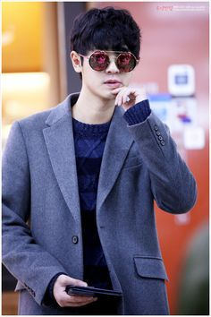 Jung Joon Young aka chanyeol look alike Two Days One Night, Post Punk Revival, Jung Joon Young, Jung Yoon, Kpop Guys, Look Alike, Debut Album, Perfect Man, Korean Beauty
