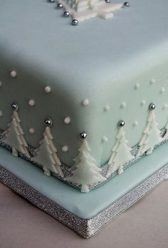 Christmas cake with snowman trees holly gifts snowflakes Christmas Cake Designs, Christmas Cake Decorations, Christmas Cupcakes, Christmas Sweets, Holiday Cakes, Christmas Cooking, Christmas Goodies, Blue Christmas, Fondant Christmas Cake