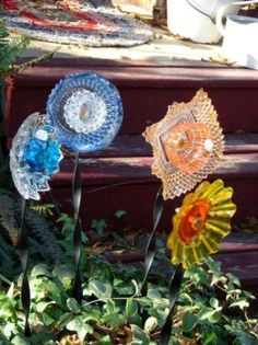 dish flower diy garden craft, crafts, gardening, repurposing upcycling, Barbara McGee s dish flower patch. I have a set of 8 clear square dishes from left). Diy Garden, Garden Crafts, Garden Projects, Garden Whimsy, Upcycled Garden, Garden Junk, Garden Sheds, Garden Landscaping, Fence Garden