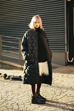 VOIEBIT MUSINSA STREET CONTENTS SNAP 2018 – écheveau Vegetarian Ramen, Chic Outfits, Contents, Street Fashion, Fashion Women, Winter Jackets, Street Style, Poses, Touch