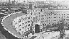 Karl Seitz Hof, Vienna, Art Deco Architecture Art Nouveau, Art Deco, Brick And Mortar, Building Art, Vienna Austria, Beautiful Buildings, Vintage Photos, Old Things, Street View