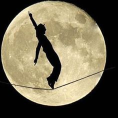 Insomnie ... Insomnie ... Un soir j'aurais ta peau . Puisque je ne dors pas autant être funambule au clair de lune . Mon ami pierrot prête moi ta plume que j'aille crever un œil à cette garce d'insomnie !