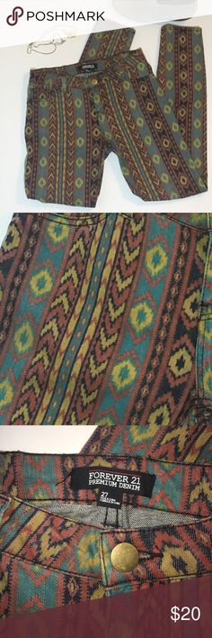 """Tribal Aztec jeans So cute and so on trend! Aztec print skinny jeans by forever 21. Looks great with ankle booties or sandals. Would be perfect for festival! Excellent used condition. 99% cotton, 1% spandex. Inseam approx 30.5"""". Make an offer! Forever 21 Jeans Skinny"""
