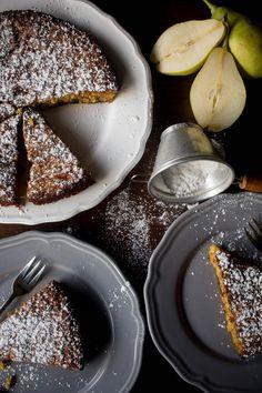 Κέικ με αμύγδαλα και αχλάδια (χωρίς ζάχαρη, χωρίς γλουτένη) - Myblissfood.grMyblissfood.gr Snack Recipes, Dessert Recipes, Healthy Recipes, Desserts, Healthy Meals, Pear And Almond Cake, Breakfast Snacks, Gluten Free Cakes, Healthy Sweets