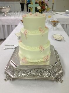 Wedding - Buttercream iced cake with fondant flowers