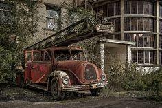 Urban exploration photography België,Magirus Deutz brandweerwagen,verlaten plaats, Urbex, Kunstdruk, oldtimer, Magirius Deutz