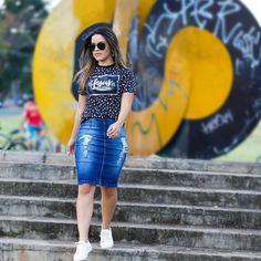 48 seguidores, 79 seguindo, 0 publicações - Veja as fotos e vídeos do Instagram de Marilene dos Santos Veiga (@marilene.veiga45) Denim Skirt Outfits, Dress Outfits, Girl Outfits, Fashion Outfits, Cute Modest Outfits, Classy Outfits, Trendy Outfits, Skirt And Sneakers, Church Outfits