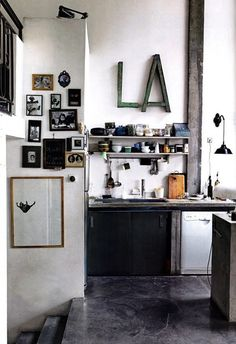 Today, we'll be selecting and sharing with you some of our favorite vintage industrial style ideas. It can be a stunning vintage living room in Madrid, an industrial design bedroom in New York, or even… an industrial style kitchen in Paris! Kitchen Inspirations, House Design, Interior Design Kitchen, Home Kitchens, Home, Interior, Kitchen Design, Industrial Kitchen Design, Home Decor