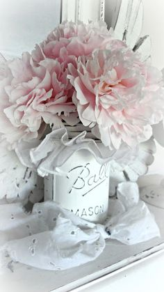 Shabby Chic Mason Jar - via For the love of white: Pretty Pink Perfection Shabby Chic Cottage, Shabby Chic Homes, Shabby Chic Decor, Mason Jar Crafts, Mason Jars, Decoration Shabby, Deco Rose, Ball Jars, Look Vintage