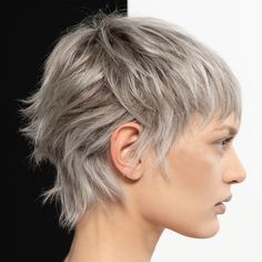 Kurzhaarschnitte Winter Trends in 100 Fotos - unser bester Stil - PIXIE . Mullet Haircut, Mullet Hairstyle, Punk Haircut, Edgy Short Haircuts, Short Punk Hairstyles, Bob Haircuts, Corte Y Color, Short Wavy Hair, Grunge Hair