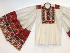 Traditional embroidery and folk costumes of the Hungarian Matyó community Hungarian Embroidery, Folk Embroidery, Learn Embroidery, Embroidery Patterns, Historical Costume, Historical Clothing, Folk Costume, Costumes, Stitch Head