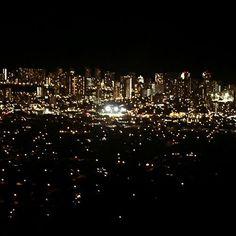 Instagram【cheimy_nc12】さんの写真をピンしています。 《・ タンタラスの丘⛰ オレンジ色の光綺麗🌌 ・  #タンタラスの丘 #tantalus #hawaii #ハワイ #honolulu #夜景 #orange #light》