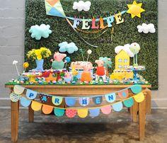 Quem quer uma festa bonita sabe que o painel da mesa do bolo faz toda a diferença. Por isso juntamos aqui 46 inspirações para Painel para Festa Infantil!