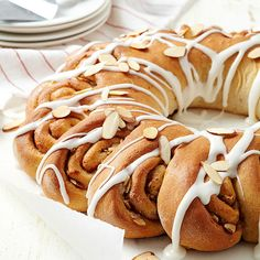 Almond Cinnamon Roll Breakfast Ring ~ This stunning cinnamon roll ring is made with whole wheat flour and topped with a reduced-fat cream cheese drizzle and almond slices for a healthful addition to a special occasion brunch or breakfast! Cinnamon Almonds, Cinnamon Bread, Cinnamon Rolls, Toasted Almonds, Breakfast Ring, Breakfast Items, Cheesecakes, Healthy Breakfast Options, Breakfast Recipes