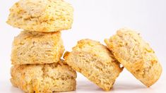Former show producer & baking guru Grant Melton shares his top tips (and secret recipe) for the best, flakiest biscuits. Top Recipes, Muffin Recipes, Bread Recipes, Baking Recipes, Best Biscuit Recipe, Sourdough English Muffins, Rachel Ray Recipes, Flaky Biscuits, Biscuit Bread