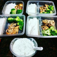 That white fluffy mass is cauliflower mash. Throw in some broccoli and grilled salmon to complete this low calorie low carb meal. Great for lunch and dinner. Substitute cauliflower for fried quinoa sweet potatoes brown rice or bulgur wheat if you'd like to add carbs. Yum!  #3TO30 #nutrition #healthyliving #healthymeals #lowcarb #food #easymeals #quickmeals #lowcalorie #cooking #dinner #cauliflower #broccoli #salmon #superfood #homemadefood #easyprep #mealprep #foodprep by 3to30