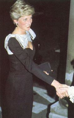 1986-11-27 Diana arrives at Mansion House for a Charity Gala