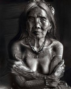 Wang Od (the last Mambabatok tattoo artist in Kalinga) Philippines by Suchet Suwanmongkol on Filipino Tattoos, Old Faces, Graphite Drawings, Ageless Beauty, Interesting Faces, People Around The World, Picture Tattoos, Tattoo Pics, Old Women
