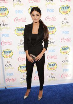 Bild från http://media3.onsugar.com/files/2014/08/10/070/n/1922564/02a7bbe0e2a7733a_Selena-Gomez.xxxlarge_2x.jpg.