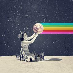 Shrines - Het eerste wat je denkt is: 'Wow, wat een adembenemend beeld van het samen komen van de moderne tijd en de jaren '50.' Het is één en al gekte en vreugde wat het kunstwerk weergeeft. De vrouw lijkt alle macht te hebben, ze houd de wereldbol vast, waar een strakke mooie regenboog uit komt. Het is grappig en leuk om te zien hoe de kleine mensen om haar heen dansen. De achtergrond, het heelal maakt het een beetje benauwd, maar de regenboog brengt het weer in balans. Het is raar, maar…
