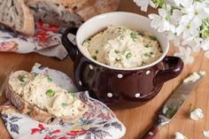 PIKANTNÍ POMAZÁNKA Z CIZRNY - Inspirace od decoDoma Cooking Recipes, Healthy Recipes, Healthy Food, Cheeseburger Chowder, Mashed Potatoes, Food And Drink, Appetizers, Soup, Rice