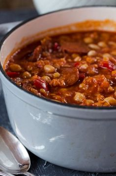 Rancho Canario - Canarian stew with chickpeas, beans .- Rancho Canario – Canarian stew with chickpeas, beans, bell pepper and chorizo. Wonderfully spicy, warming and filling! Dutch Recipes, Spicy Recipes, Baby Food Recipes, Soup Recipes, Sausage Recipes, Cooking Recipes, Chorizo, Mexican Dinner Recipes, Good Food