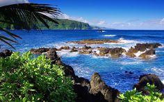 On the Road to Hana, Maui, Hawaii. www.aloha-hawaiian.com #hawaii #maui #mauivacation #mauihoneymoons #mauiallinclusive