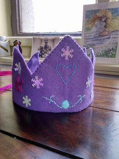 Waldorf inspirated crown.  Birthday crown made from felt, hand embroidery, snowflakes All stitches was madein hand. Universal size.