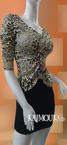 Blusa con manga larga en encaje elástico, color negro con beige.