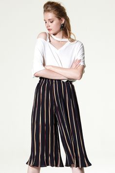 Cadence Color Striped Pleats pants Discover the latest fashion trends online at storets.com