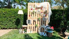photocall de boda con pallets y otros elementos decorativos DIY  #wedding #bodas #decoracion #decoration #crafts #diy #ideas #manualidades #original #party #fiesta #photocall #background #fondo #palet