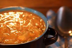 Deze soep is lekker romig door de aardappel en pindakaas. Je kunt hem zo pittig maken als je zelf lekker vindt!