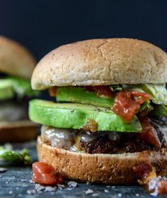 taco rubbed burgers with avocado, salsa and tortilla chips from How Sweet Eats Burger Bar, Taco Burger, Good Burger, Guacamole Burger, Taco Bar, Hamburgers, I Love Food, Good Food, Sandwich Recipes