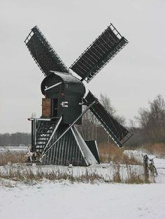 Polder mill Molen De Himriksmole / De Groene Ster, Tytsjerk (Tietjerk), The Netherlands Tilting At Windmills, Holland Windmills, Water Wheels, Building Art, Old Barns, Le Moulin, Continents, Lighthouse, Netherlands