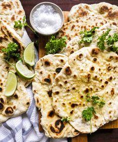 Naanbrød med hvidløg – Hjemmelavet opskrift på naan på pande Ethnic Recipes, Favorite Things, Bon Appetit