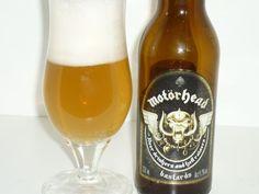 """Bastards è una birra per gli amanti del Rock 'n Roll di qualsiasi età. Da bere con la carne, la pizza e i compagnia gli amici. Così viene presentata la lager bionda """"prodotta"""" dai Motorhead, ma sarà realmente così? - See more at: http://www.ricetteinmusica.com/bastards-birra-lager-motorhead/#sthash.Ac8FRLOx.dpuf"""