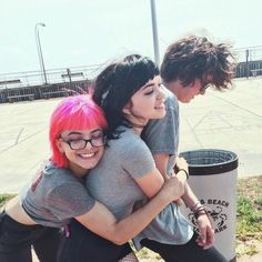 nia, rena, and casey / hey violet Hey Violet, Best Friend Poses, The Love Club, Aesthetic People, We Are Family, Alternative Music, Pop Punk, Celebs, Celebrities