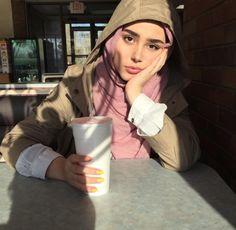 @rayhanafergani Casual Hijab Outfit, Hijab Chic, Hijabi Girl, Girl Hijab, Modesty Fashion, Muslim Fashion, Muslim Girls, Muslim Women, Hijab Makeup