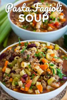 Pasta Fagioli Soup Recipe – Spend With Pennies Pasta e Fagioli Soup recipe is a classic Italian soup served at the Olive Garden restaurant. Hearty, comforting and delicious, ready in less than one hour. Chili Recipes, Lunch Recipes, Slow Cooker Recipes, Soup Recipes, Cooking Recipes, Italian Soup, Italian Recipes, Italian Pasta, Pasta Fagioli Soup Recipe