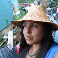 Cedar hat modeled by weaver Gianna Willard. Haida / Tlingit of Ketchikan, Alaska Native American Artist. Native American Artists, Native American Indians, Arte Haida, Ketchikan Alaska, Tlingit, Pine Needles, Art Sculptures, Pow Wow, Indigenous Art