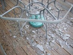 DIY Replacement Patio Table Tops made of Plexiglass.... Since my table glass broke I maybe doing this!!