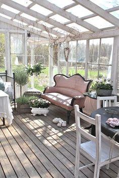 Scandinavian Farmhouse: shabby chic sunroom photos | wintergarten einricht...